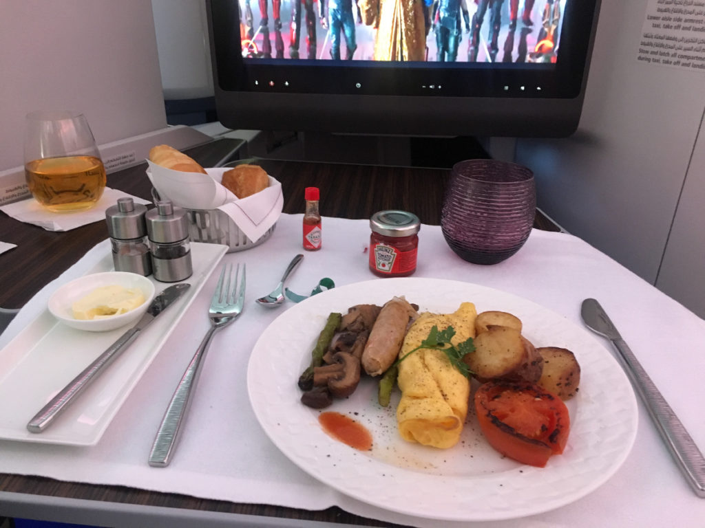qatar-business-class-dining